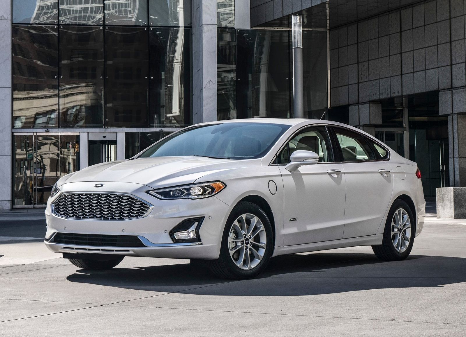 Ford-Fusion-2019-1600-01_result