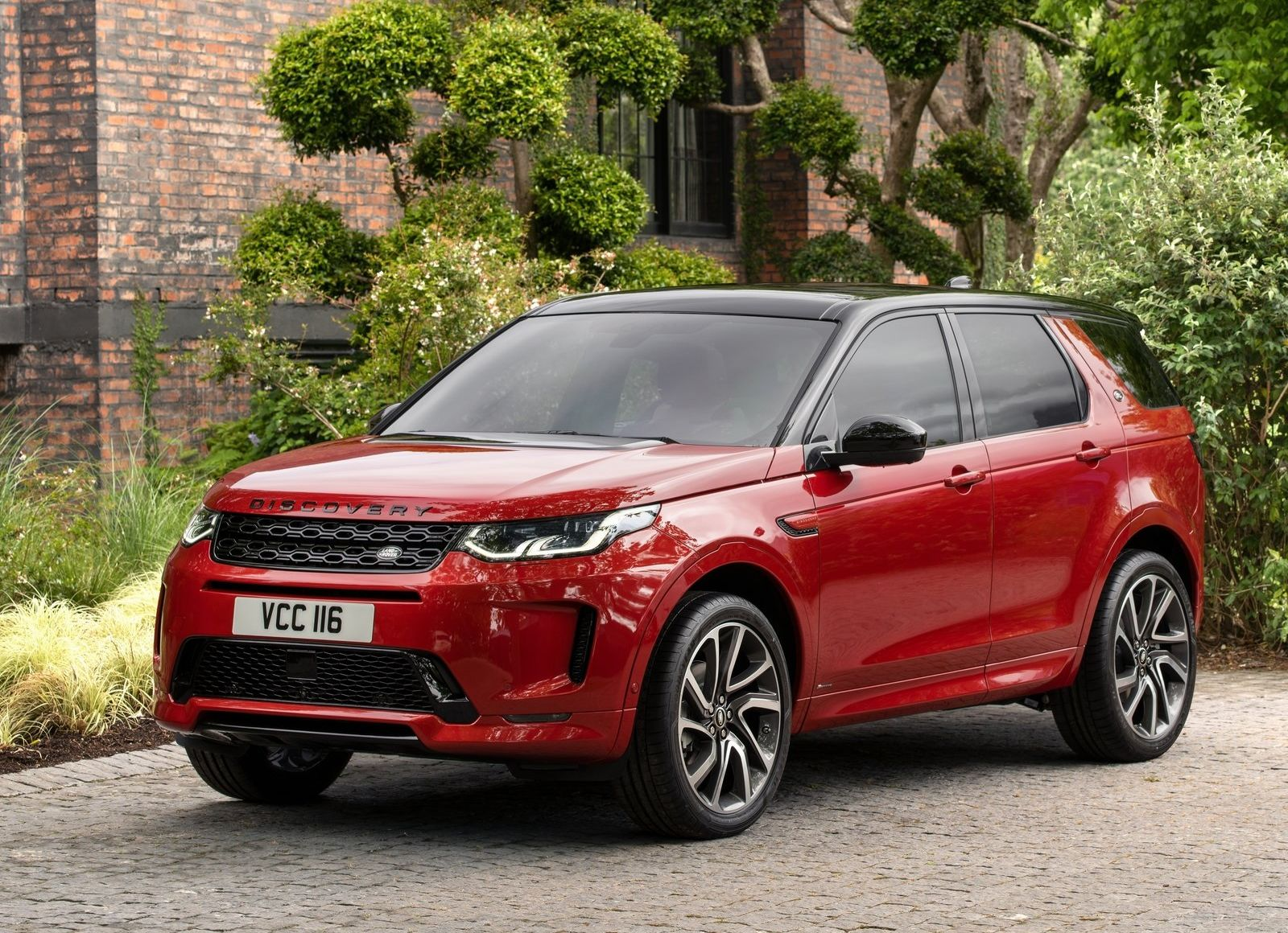 Land_Rover-Discovery_Sport-2020-1600-06_result